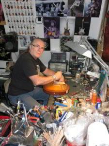 Marius Luca in atelierul sau de lutier