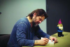 La autografe, dupa spectacol (c) Moxx Photography (www.moxx.ca)